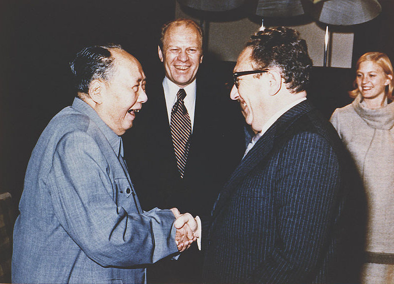 800px-Kissinger,_Ford_and_Mao,_1975_A7912