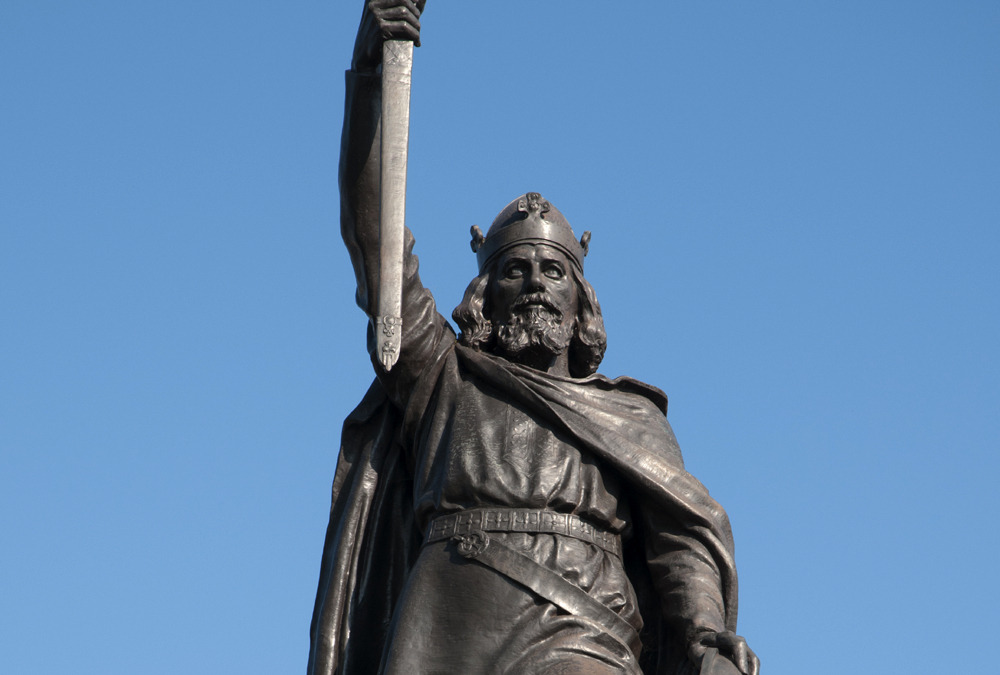 alfred-the-great-statue-shutterstock_78260080