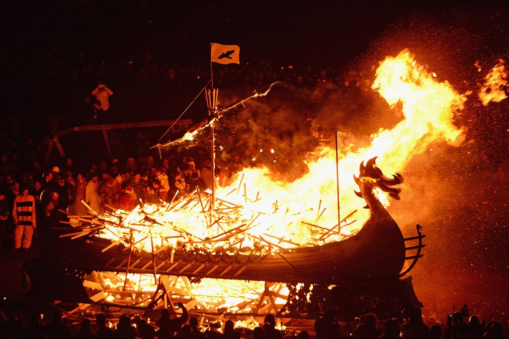 helly-aa-long-boat-burning